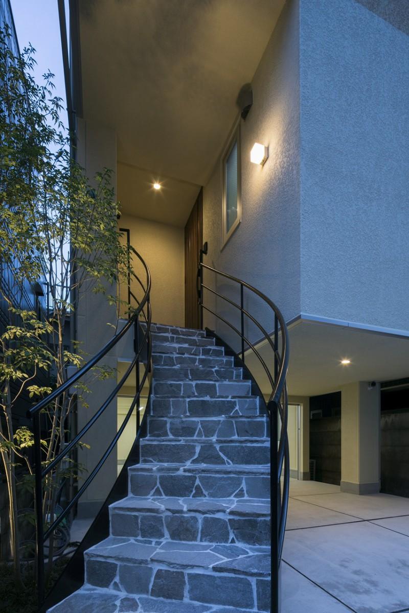 代々木公園を眺める4階建ての家 イメージ
